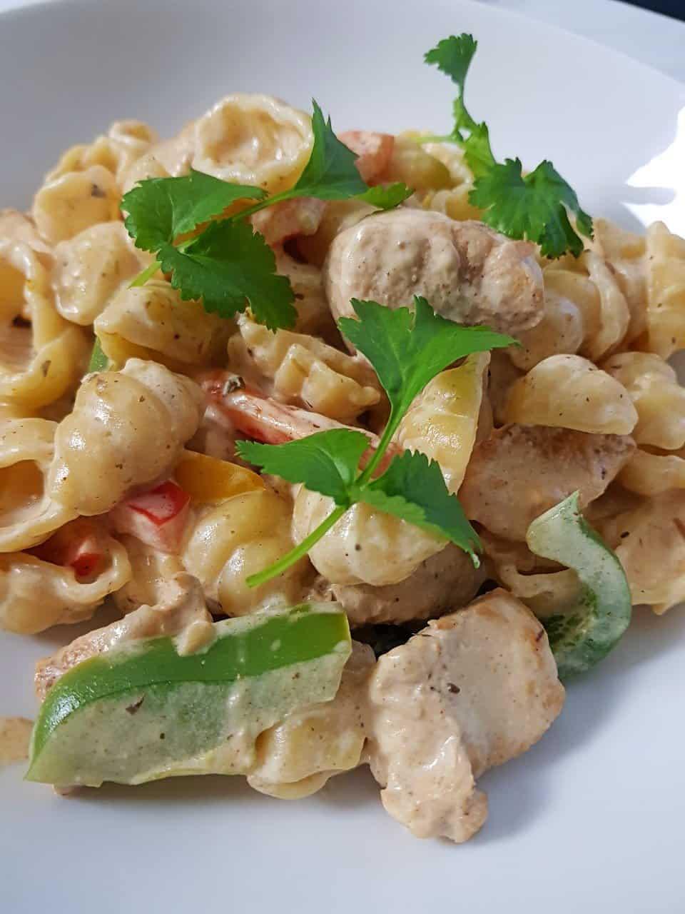 Fajita pasta on a plate.