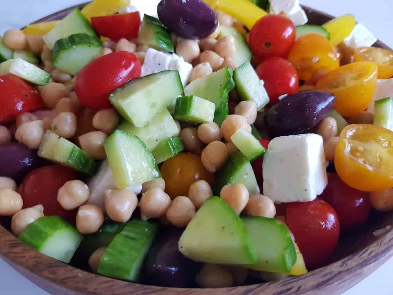 Mediterranean salad with chickpea