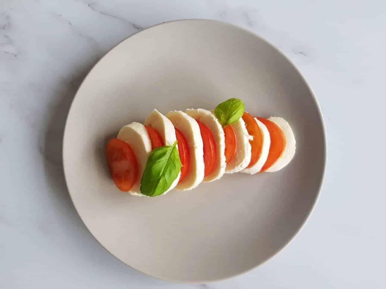 Tomato and mozzarella salad (1)