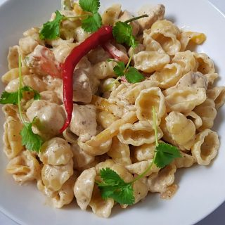 close up of pasta with chicken and peppers.