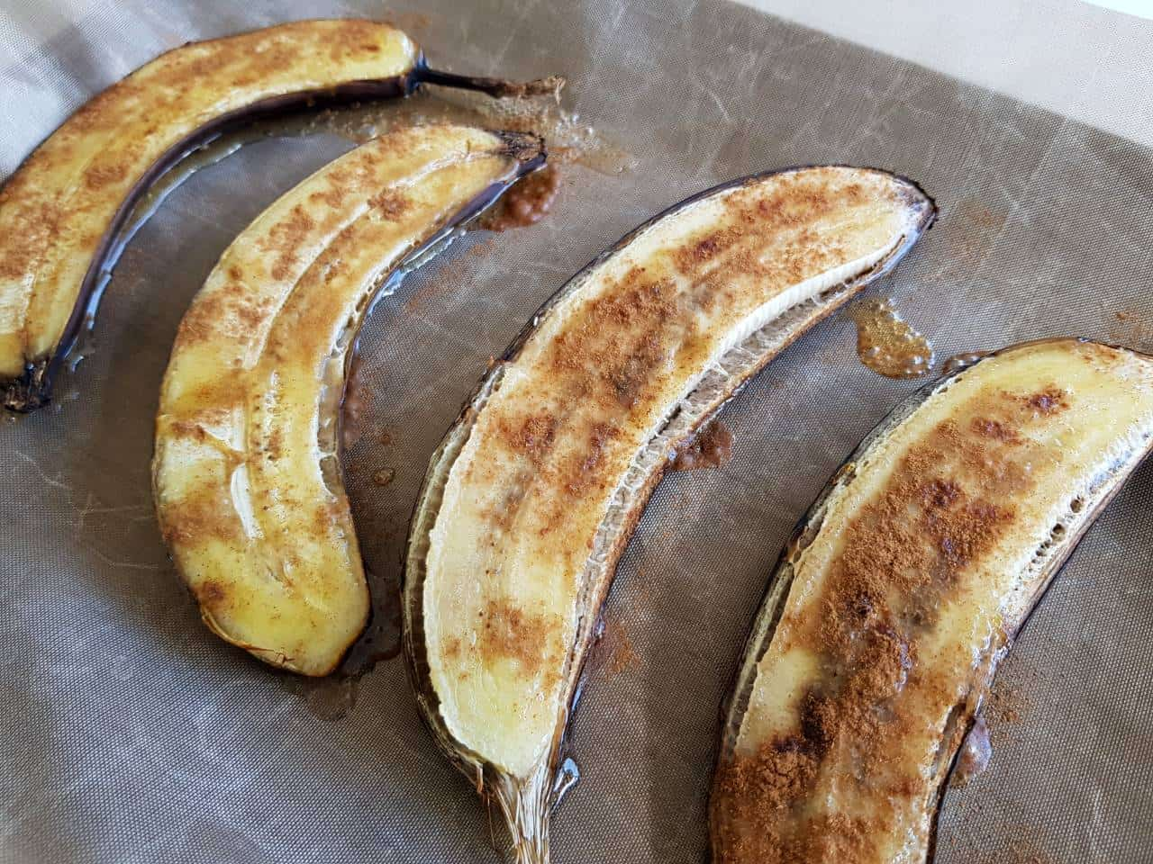 Bananas baked with honey and cinnamon.