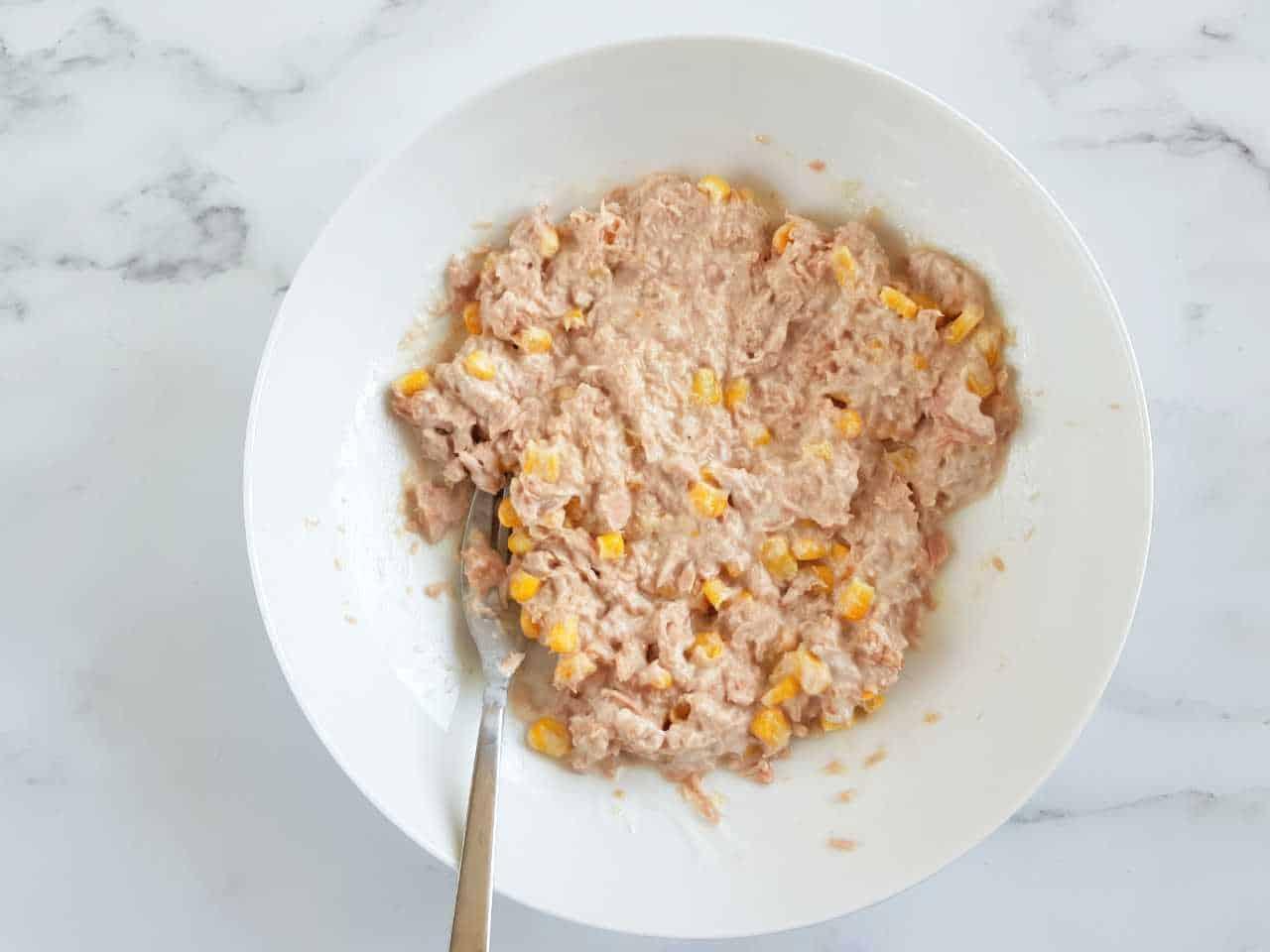 Tuna, yogurt and corn in a bowl.