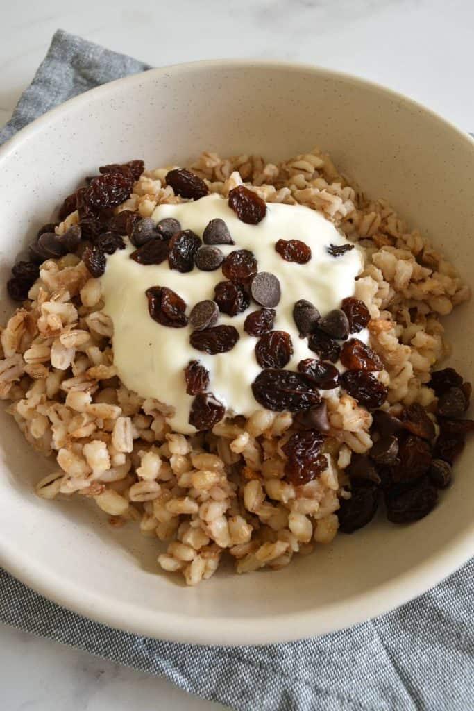 Barley porridge with yogurt, raisins and chocolate chips.