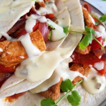 Cheesy tex mex sour cream sauce on fajitas.