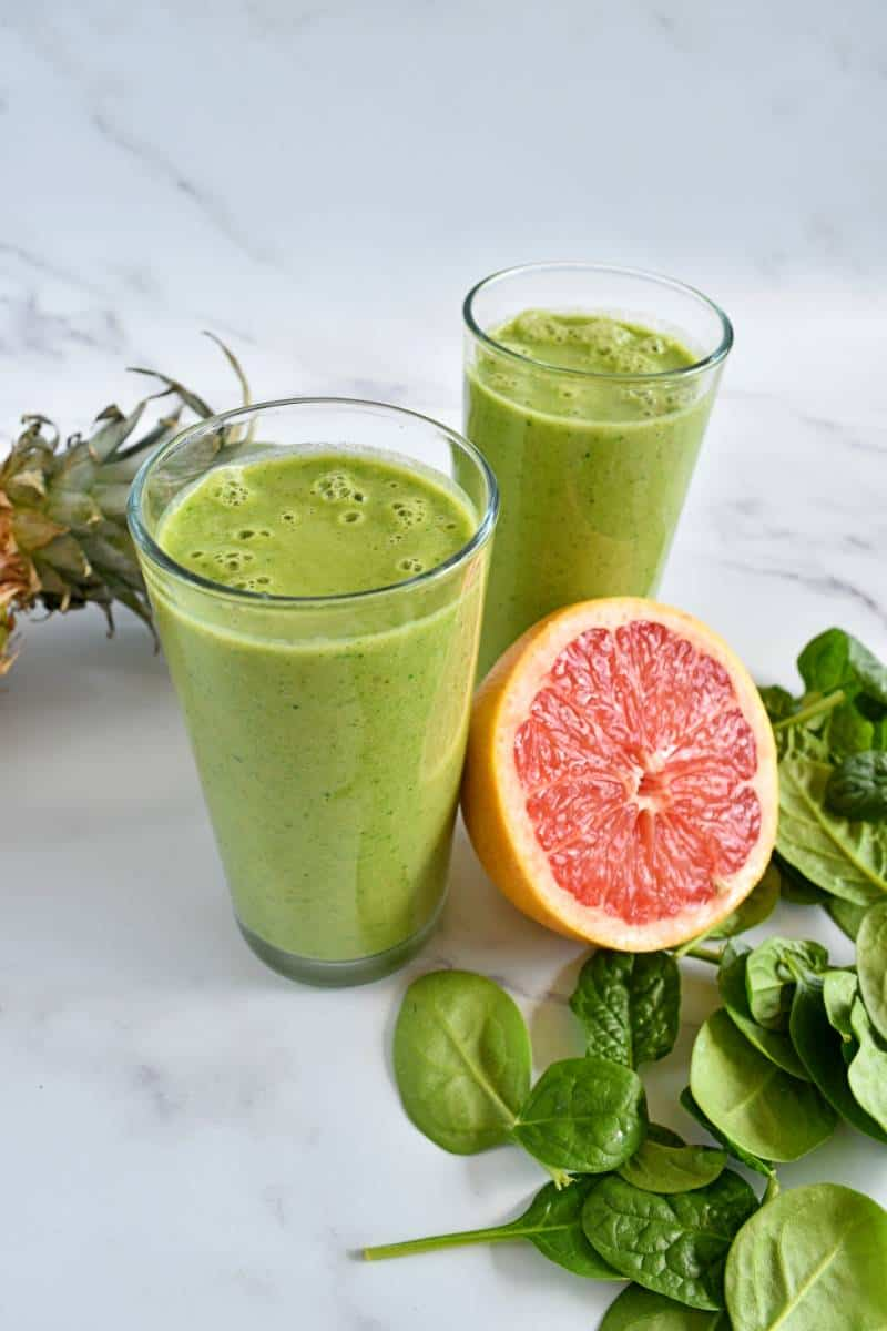 Grapefruit spinach smoothie in glasses.