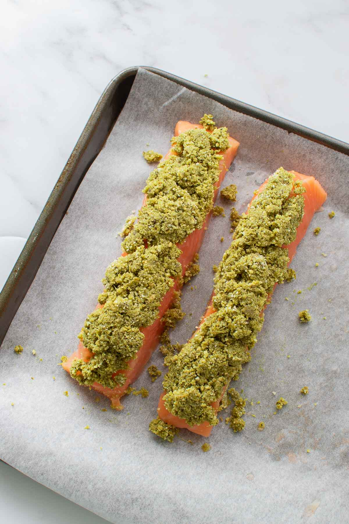 Salmon fillets with breadcrumbs and pesto topping.