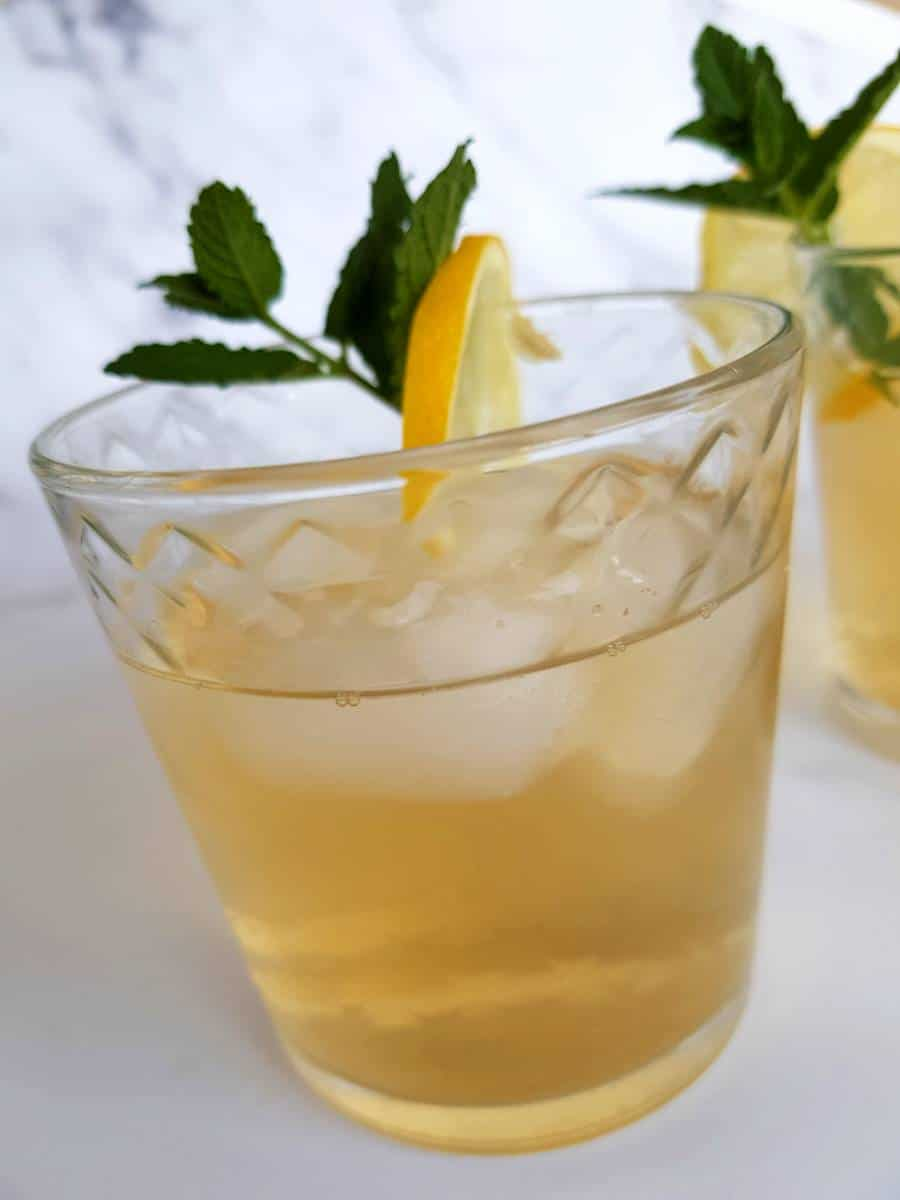 Iced tea with lemon and ginger.