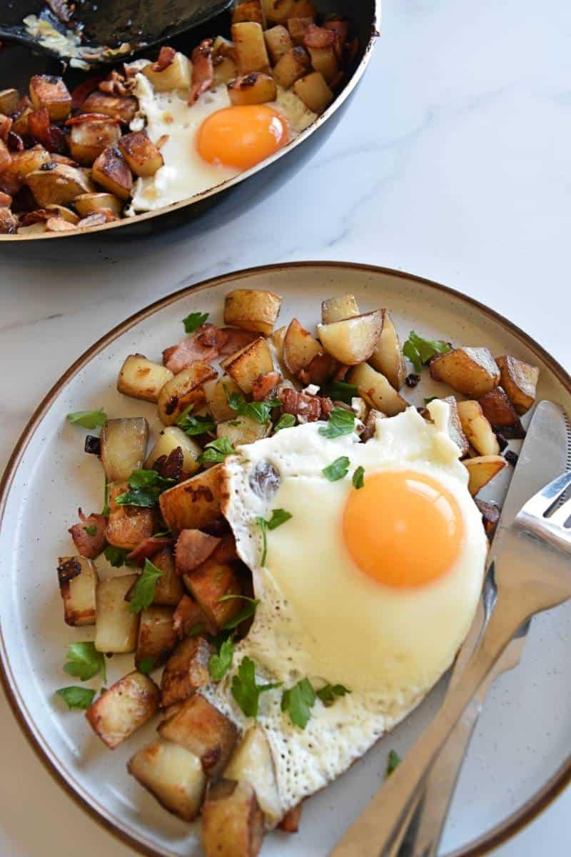 Pytt i panna on a plate with an egg on top.