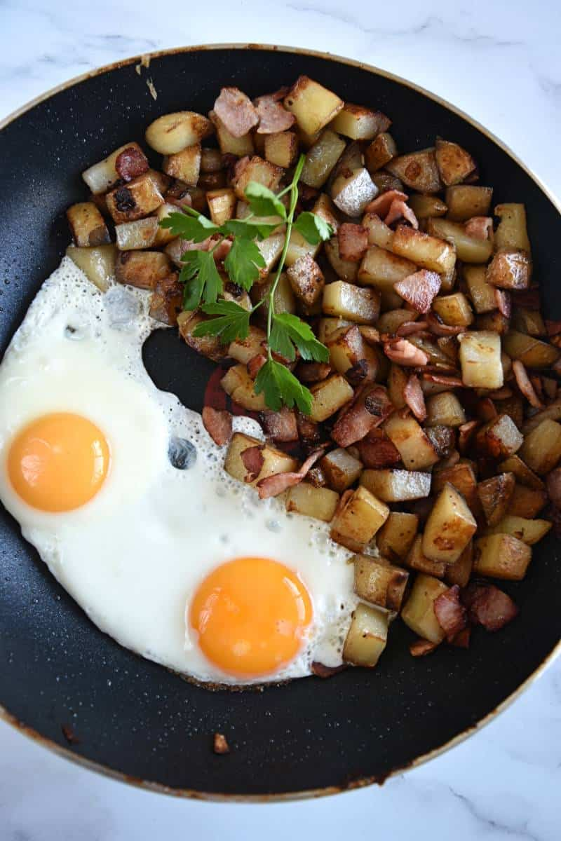 Pyttipanne in a pan with eggs.
