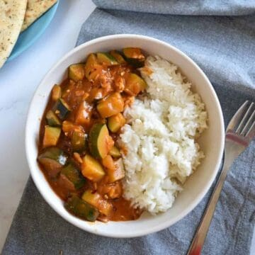 Courgette curry in a bowl.