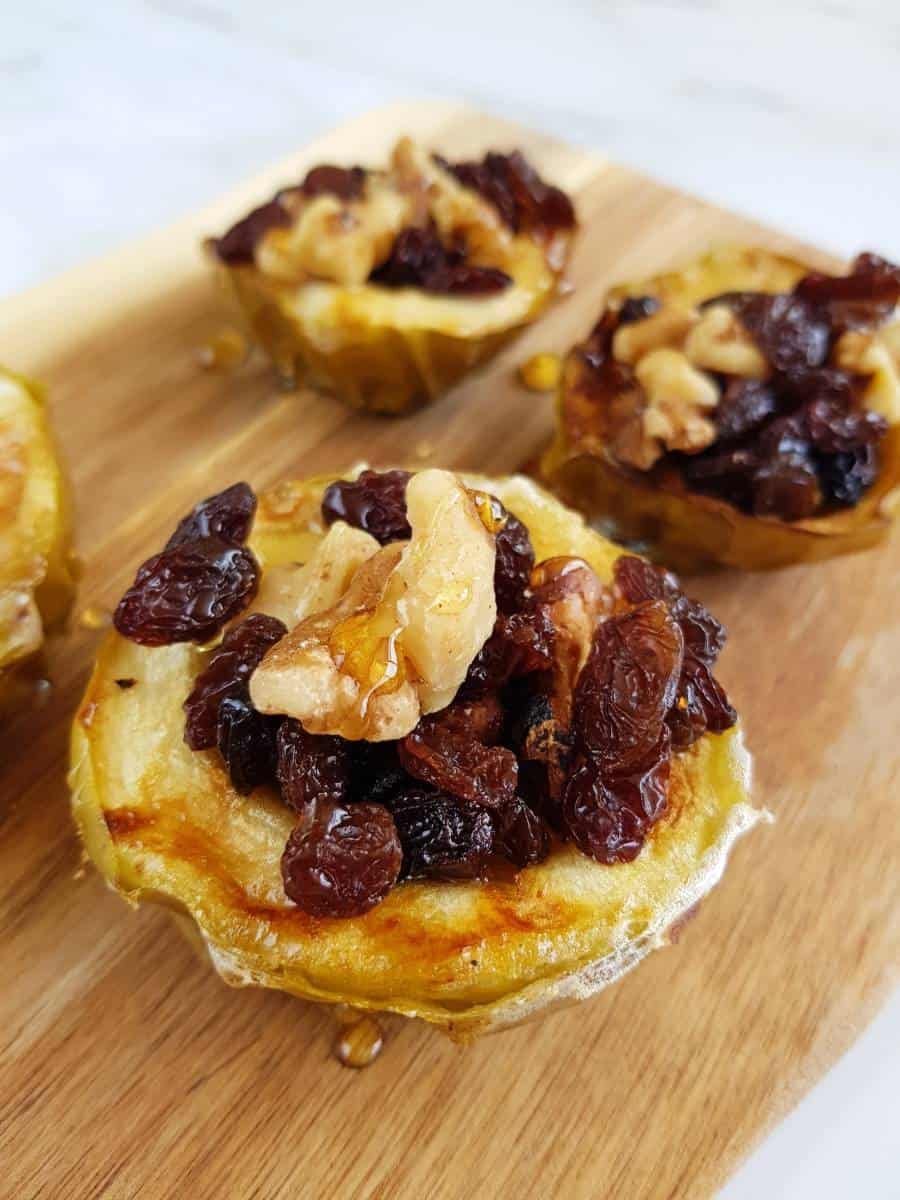 Baked apples with raisins and walnuts.