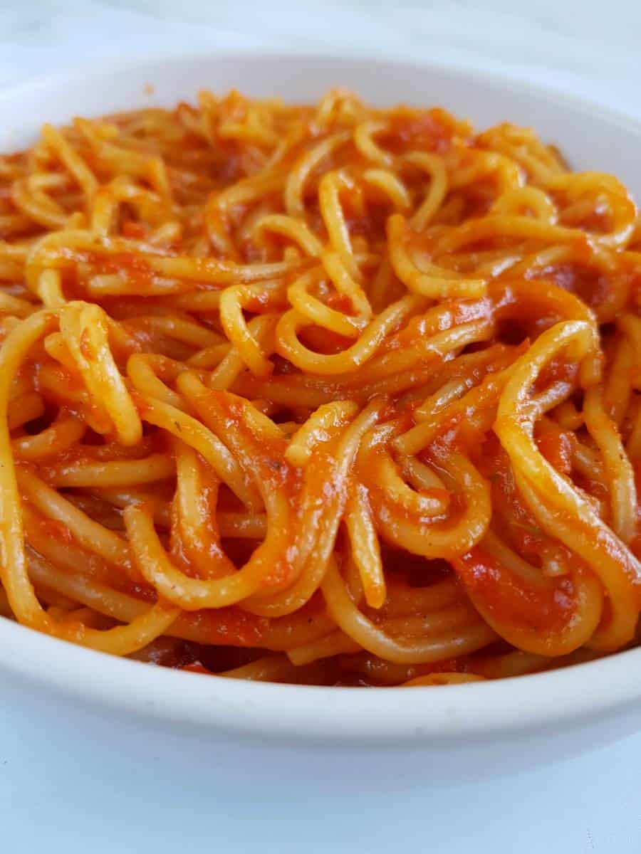 Spaghetti with jollof sauce.