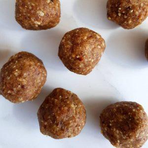 Walnut date balls