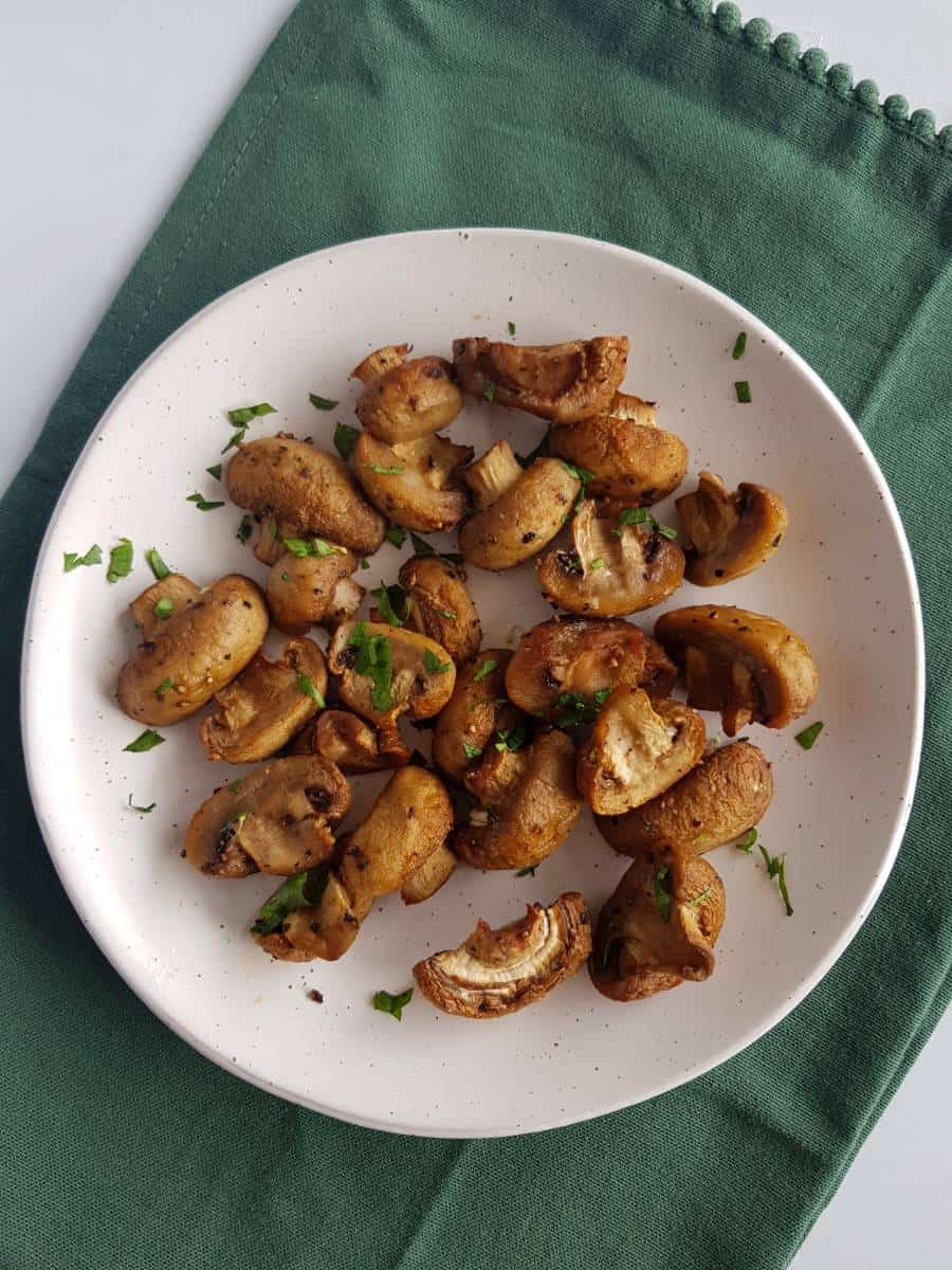 Air fryer mushrooms on a plate.