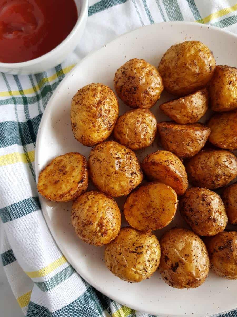 Air fryer roast potatoes on a plate.