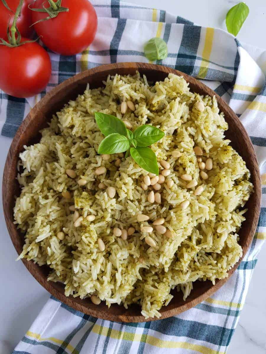 Pesto rice in a bowl with tomatoes.