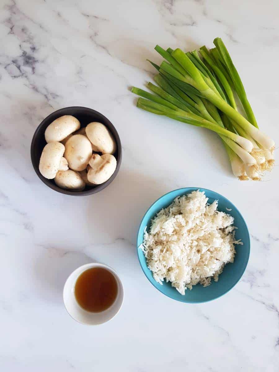 Mushroom fried rice ingredients.