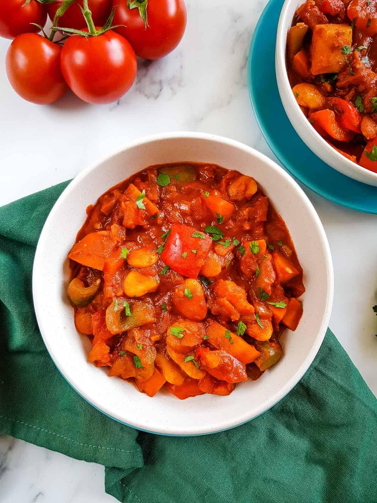 Vegetarian goulash in bowls.