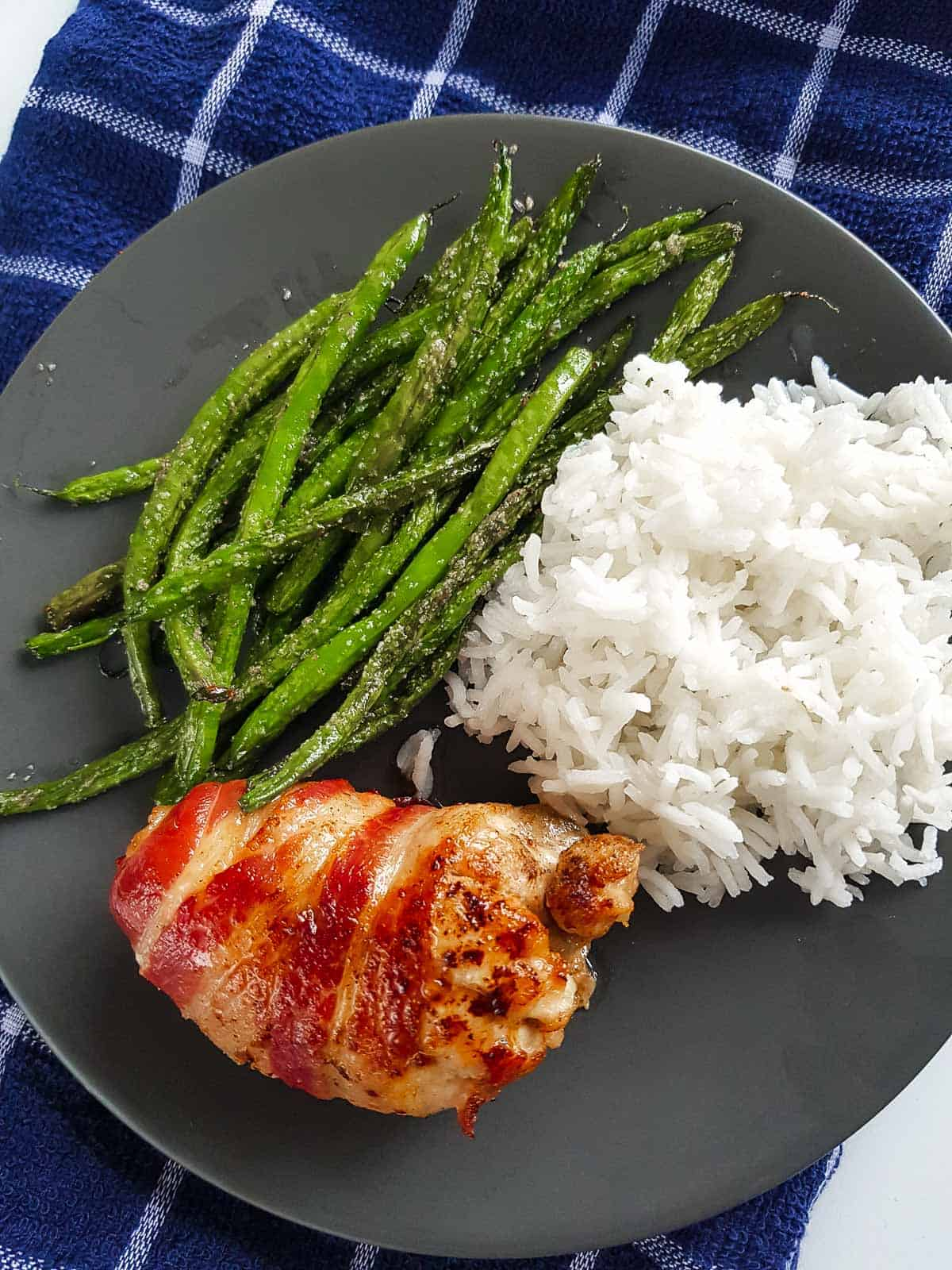 A plate with chicken, rice and green beans.