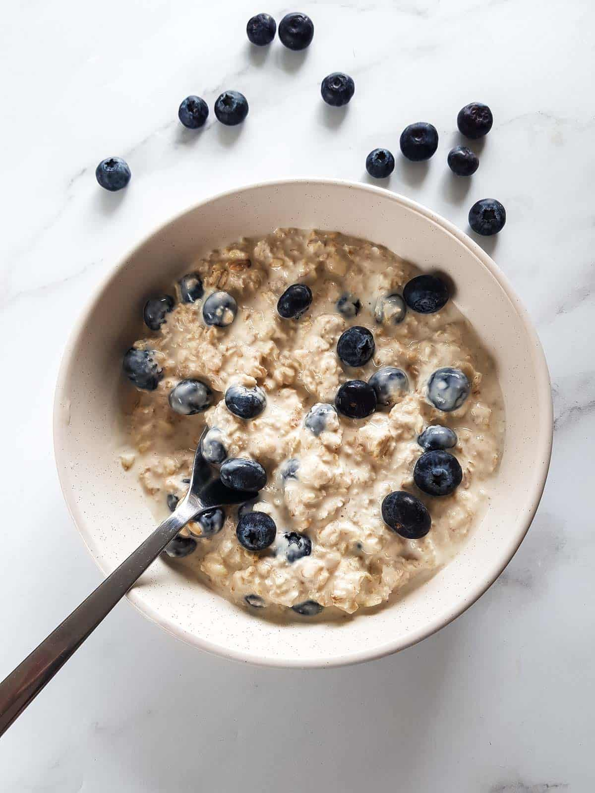 Chilled oats with blueberries.
