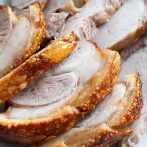 Sliced pork with crackling.
