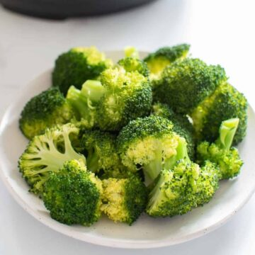 Instant Pot Broccoli on a plate.