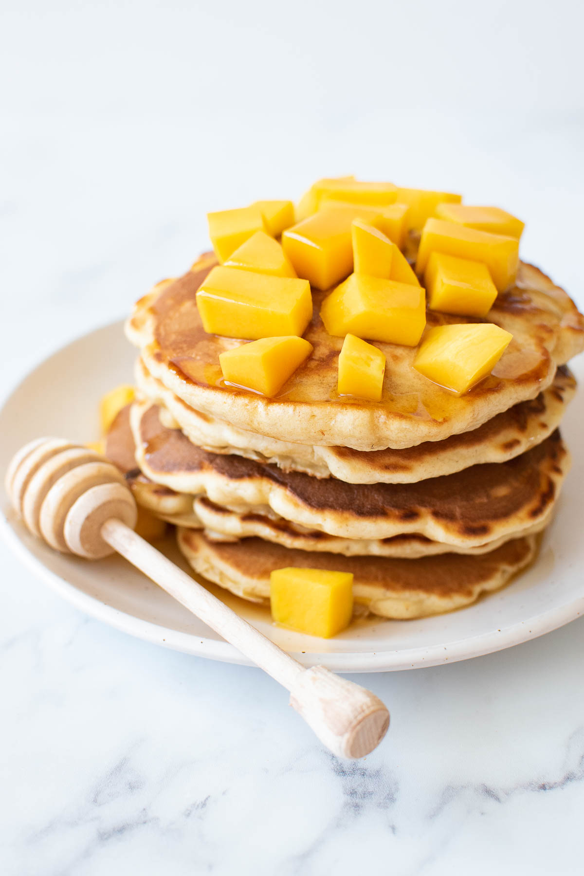 Fluffy American pancakes with mango.