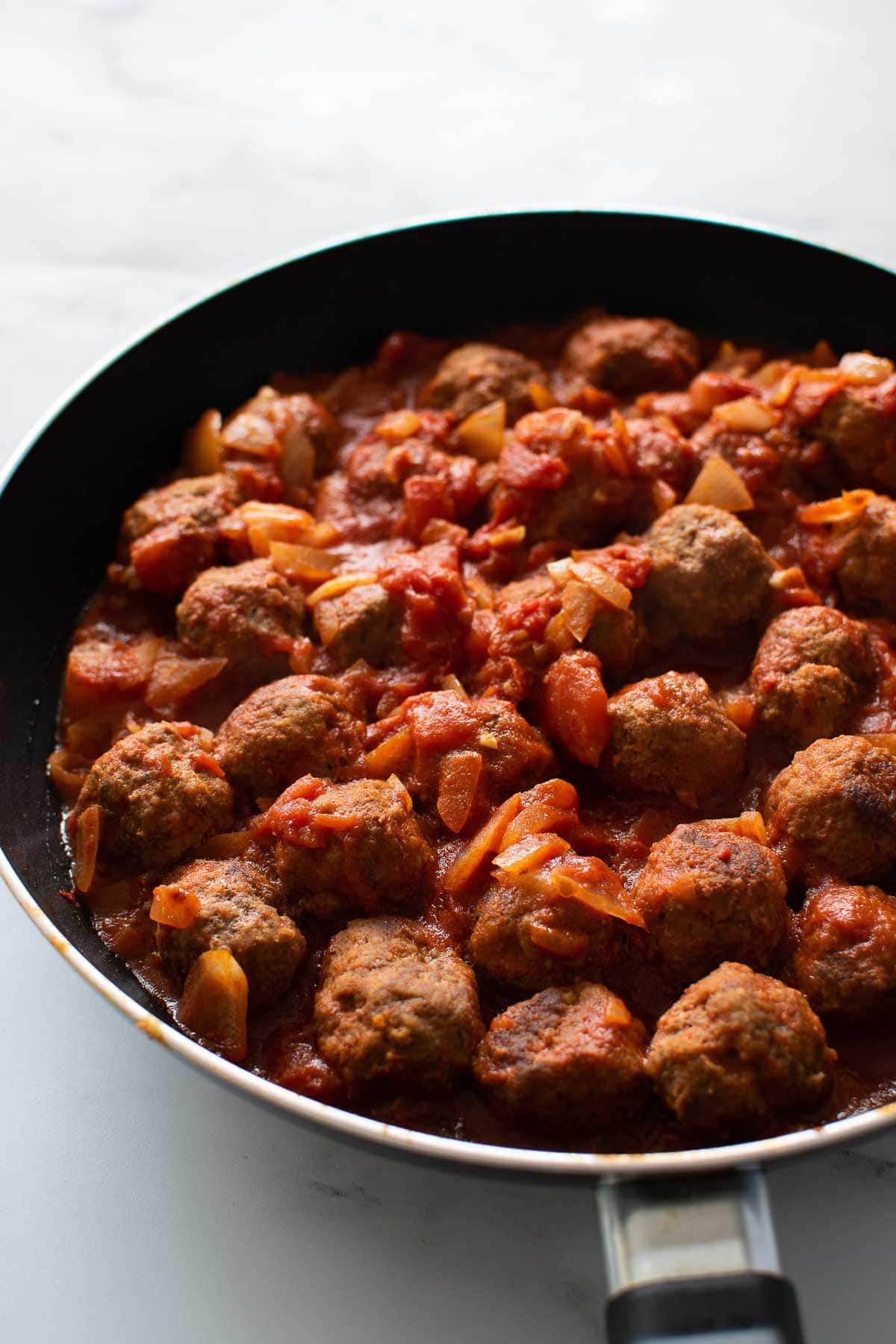 A skillet with Spanish meatballs.