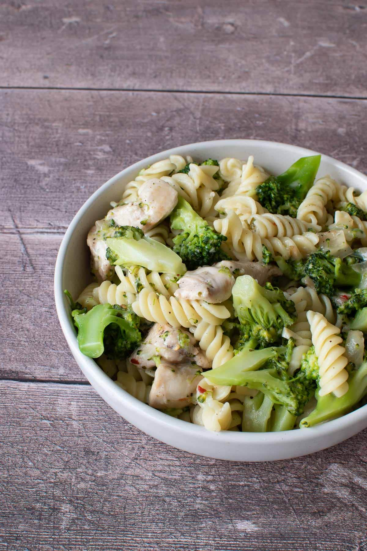 Pasta with chicken and broccoli in a bowl.